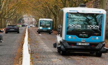 Why focus on smart mobility : Future trends, challenges and opportunities